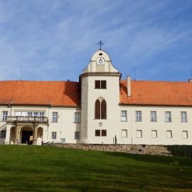 zámek v Lomnici