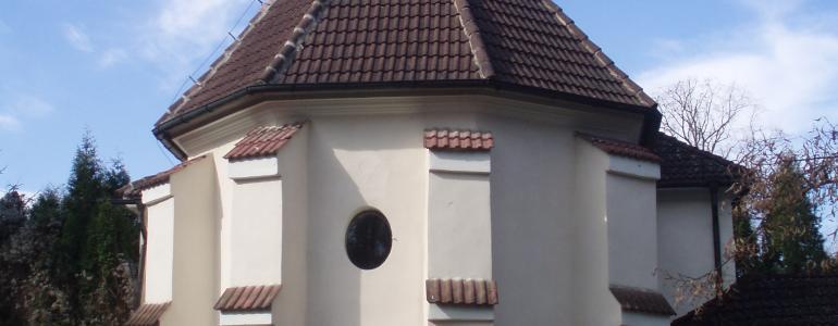 Poutní kostel Nejsvětější Trojice s přilehlým hřbitovem - Mělník-Chloumek