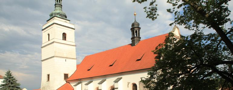 Věž kostela sv. Petra a Pavla v Horšovském Týně